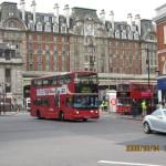 Victoria Station & ロンドン名物2階建てバス