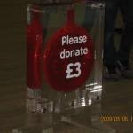 Tate Modernも入場無料ですが、「3ポンド寄付お願い」の募金箱が。募金箱もおしゃれなデザインです。