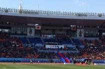 国立競技場バックスタンド最前列から「ネオゴシックの鶴」が見えた